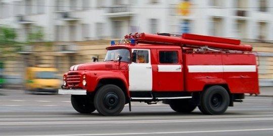 Огонь вспыхнул на чердаке старого дома в Сызрани
